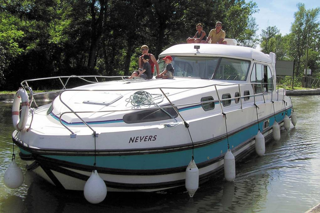 01-bateau-nicols-sedan-1310-12-places-